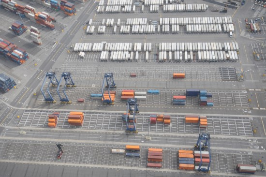 LA-LB-terminals-by-ILWU-longshore-workers-Rollo-Hartstrom-and-Bill-Kirk-550x366